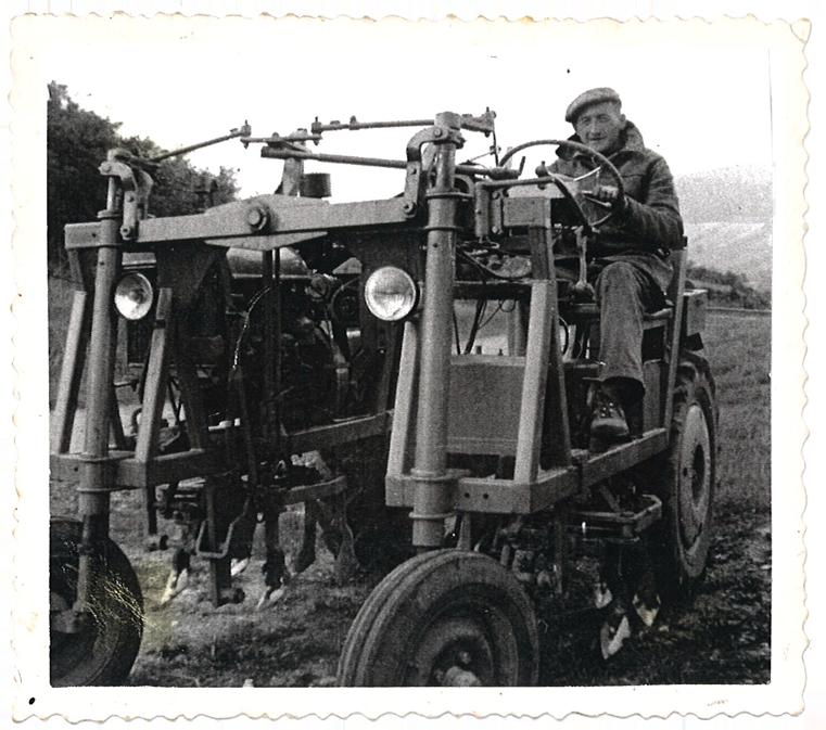 MARIUS FICHET sur tracteur en 1958